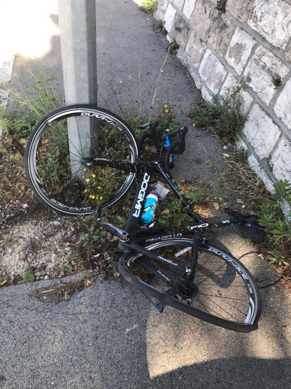 Крис Фрум избежал травм после столкновения с автомобилем