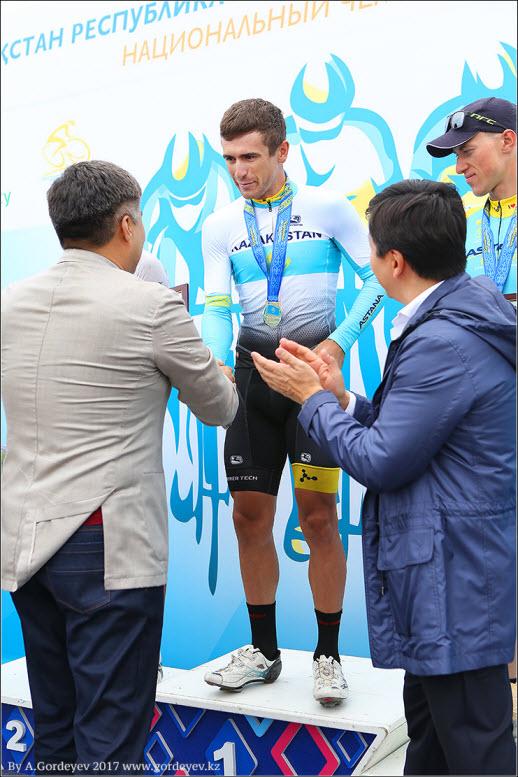 https://velolive.com/uploads/posts/2017-06/1498425909_fotootchet-s-finisha-gruppovoy-gonki-chempionata-kazahstana-po-velosportu-shosse-2017-1.jpg
