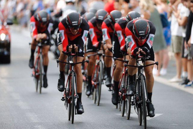 Команда BMC – победитель командной гонки на время 1-го этапа Вуэльты Испании-2017