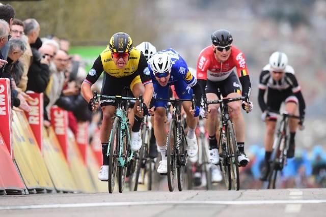 Дилан Груневеген – победитель 2 этапа Париж-Ницца-2018
