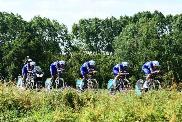 Третье место команды Quick Step Floors в командной гонке на 3-м этапе Тур де Франс-2018