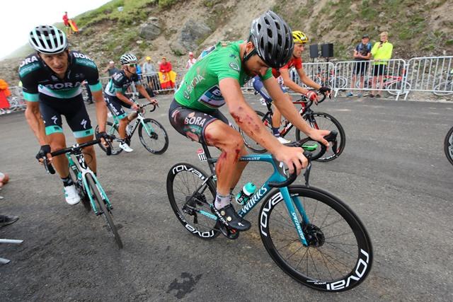 Петер Саган упал на 17 этапе Тур де Франс-2018, но продолжит гонку