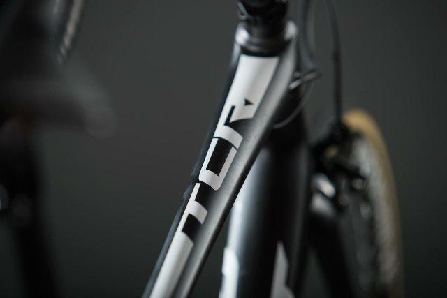 Велоформа  и велосипед  команды CCC на 2019 год
