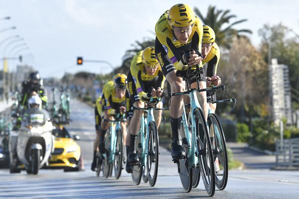 Mitchelton - Scott  - победитель командной гонки на время 1 этапа Тиррено-Адриатико-2019