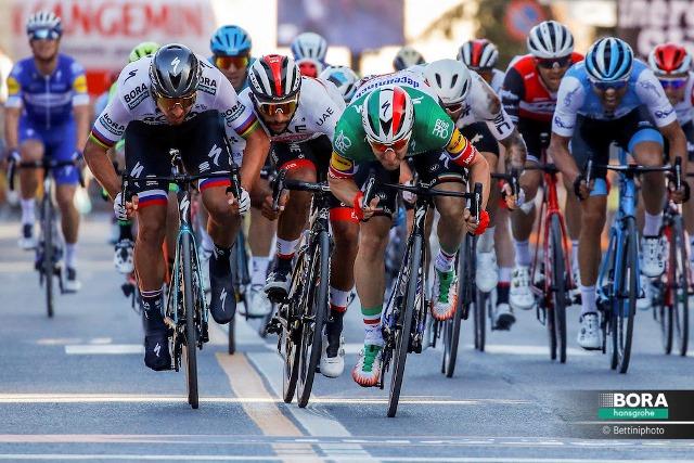 Элиа Вивиани -  победитель 3 этапа Тиррено-Адриатико-2019