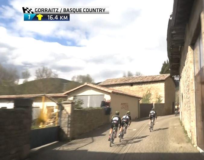 Адам Йейтс потерял время на 2-м этапе Тура Страны Басков-2019