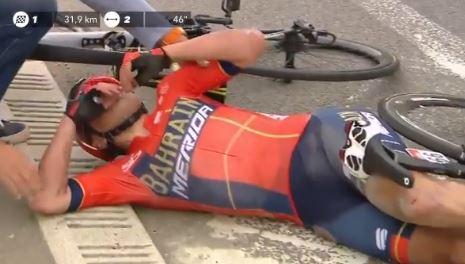 Падение гонщиков на Флеш Валлонь-2019