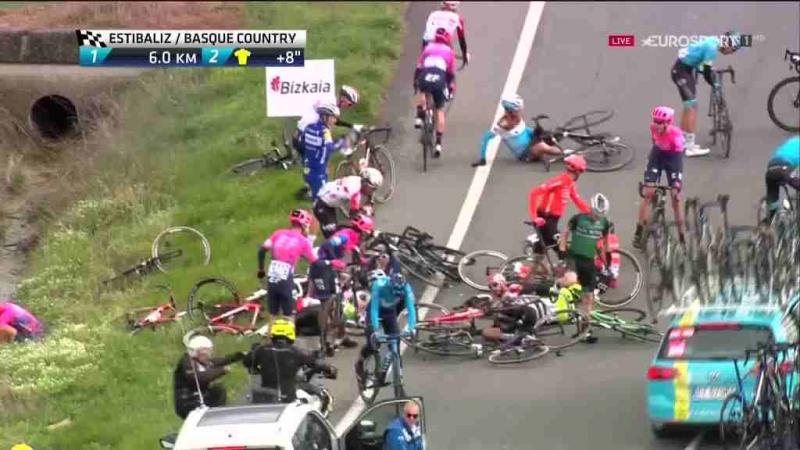 Завал на 3-м этапе Тура Страны Басков-2019