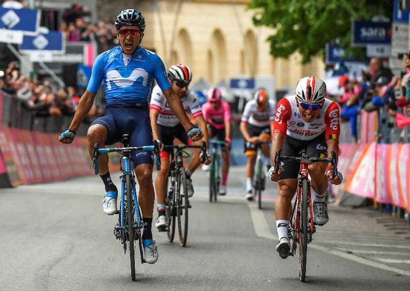 Ричард Карапас побеждает на 4-м этапе Джиро д'Италия-2019, Том Дюмулин теряет из-за завала 4 минуты