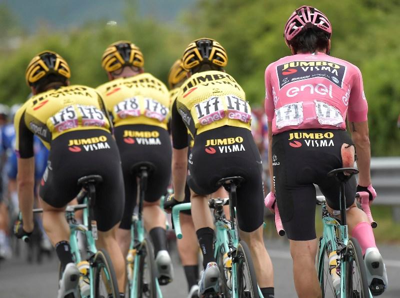 На 6-м этапе Джиро д'Италия Примож Роглич и команда Jumbo-Visma не стали отдавать все силы на преследование отрыва