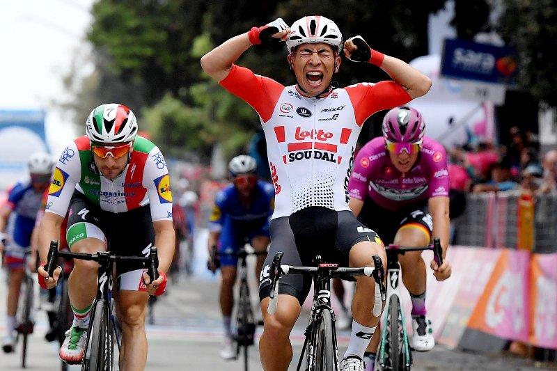 Калеб Юэн (Lotto Soudal) опередил чемпиона Италии Элиа Вивиани (Deceuninck-Quick Step)