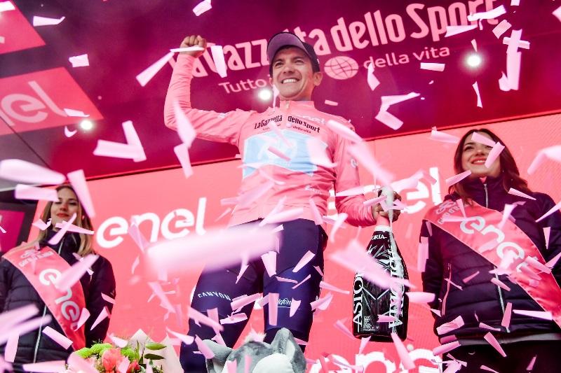 Ричард Карапас выигрывает на Джиро д'Италия-2019 второй этап и надевает розовую майку лидера