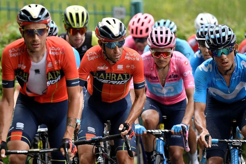 Ричард Карапас и Винченцо Нибали отыграли 40 секунд у Приможа Роглича на 15-м этапе Джиро д'Италия-2019