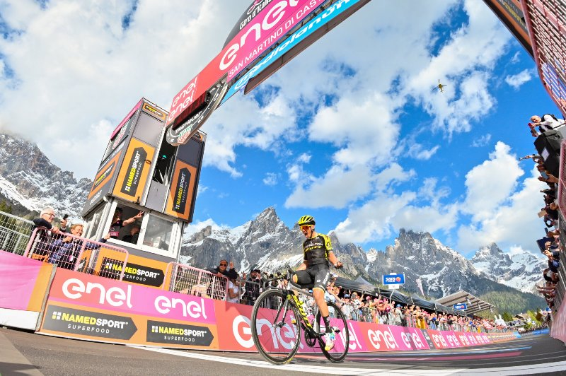 Эстебан Чавес (Esteban Chaves) одержал победу на 19-м этапе Джиро д'Италия-2019