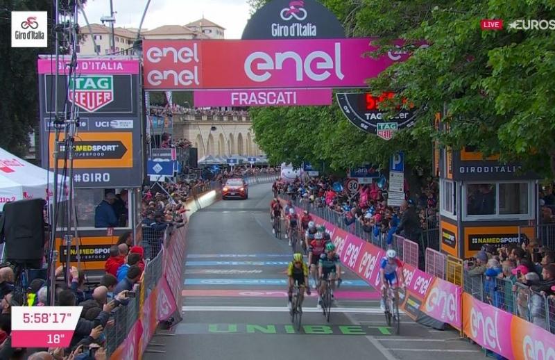Второй завал разбросал фаворитов на финише 4 этапа Джиро д'Италия-2019