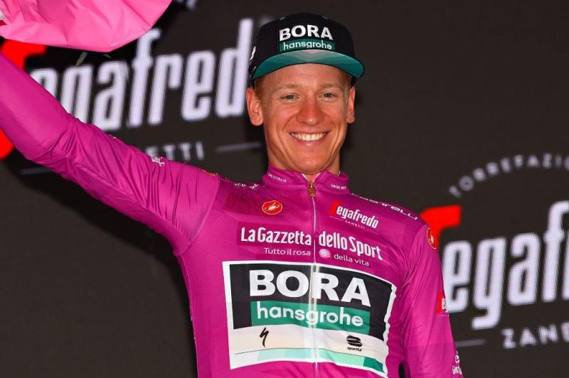 Паскаль Акерманн возвращает себе цикламеновую майку на 18-м этапе Джиро д'Италия-2019