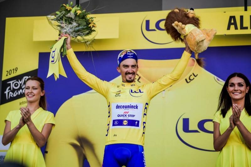 Жулиан Алафилипп в жёлтой майке лидера перед первым днём отдыха Тур де Франс-2019