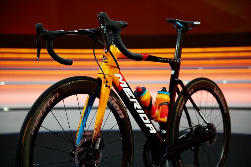 Велокоманда Bahrain McLaren представила велоформу на 2020 год
