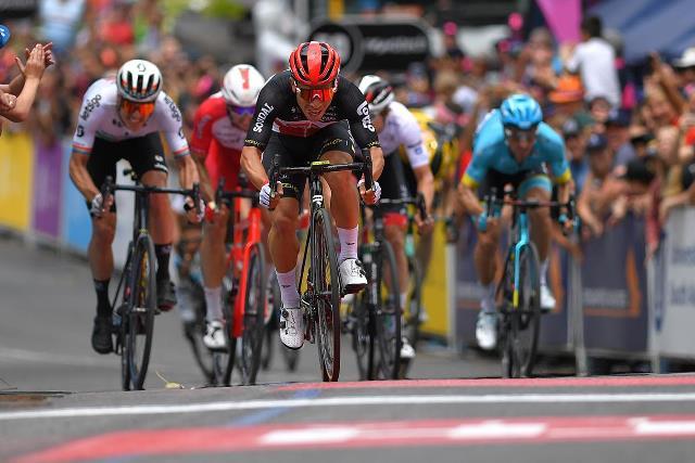 Саймон Йейтс пострадал в завале на 2-м этапе Тура Даун Андер-2020
