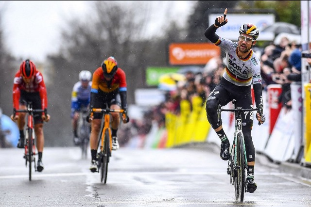 Максимилиан Шахманн – победитель 1 этапа Париж-Ницца-2020