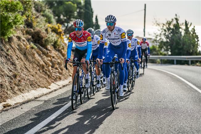 Deceuninck-Quick Step проведёт тренировочные сборы для всей велокоманды