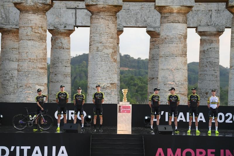 Команда Mitchelton-SCOTT снялась с Джиро д'Италия-2020 после положительных тестов на Covid-19