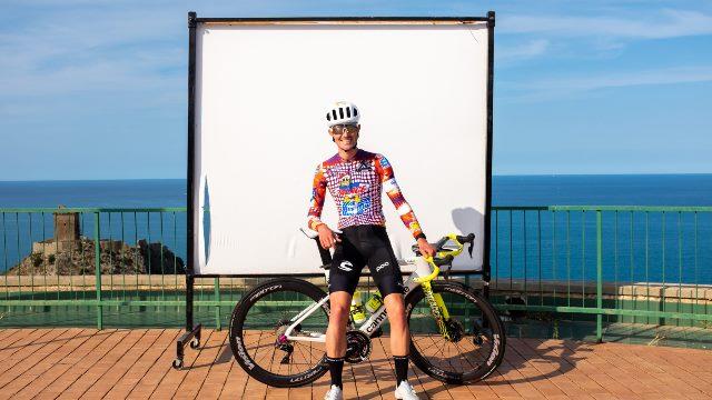 Новый дизайн велоформы гонщиков команды EF Pro Cycling на Джиро д'Италия-2020