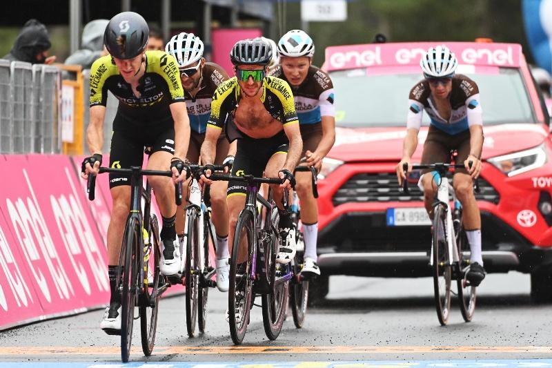 Саймон Йейтс не удержался в группе лидеров на 3-м этапе Джиро д'Италия-2020