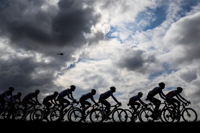 Реакция Джанни Буньо и велогонщиков на ужесточение правил безопасности UCI