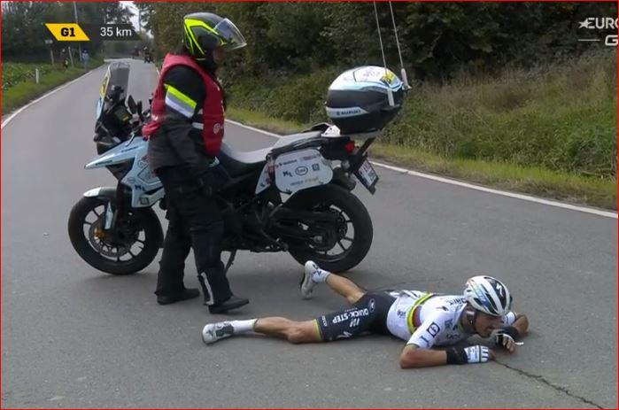 Падение и травма Жулиана Алафилиппа на Туре Фландрии-2020