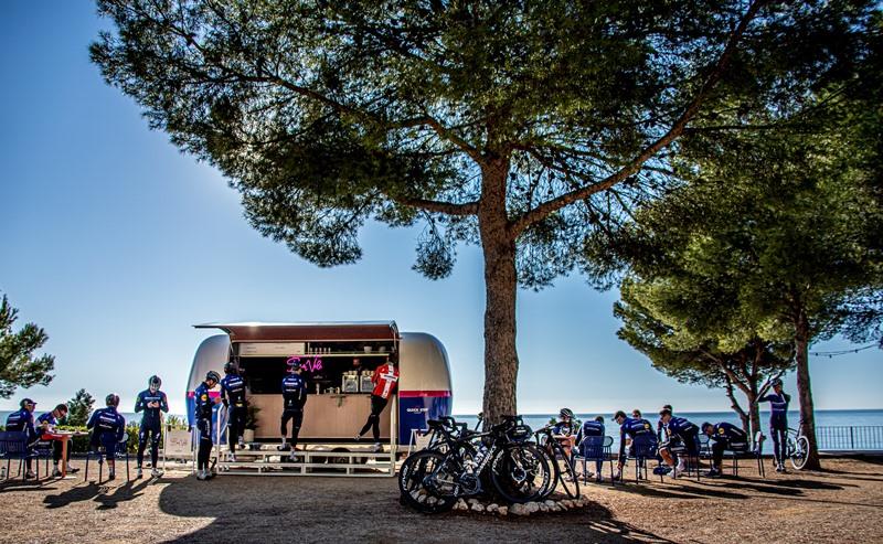 Кофе-бар велокоманды Deceuninck-Quick Step