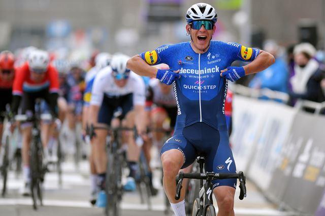Давиде Баллерини - победитель Omloop Het Nieuwsblad-2021