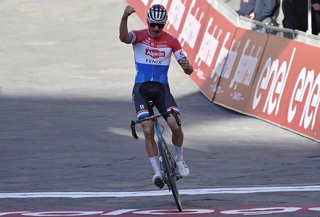 Матье ван дер Пул - победитель Страде Бьянке-2021