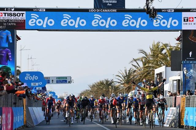 Ваут ван Арт – победитель 1 этапа Тиррено-Адриатико-2021