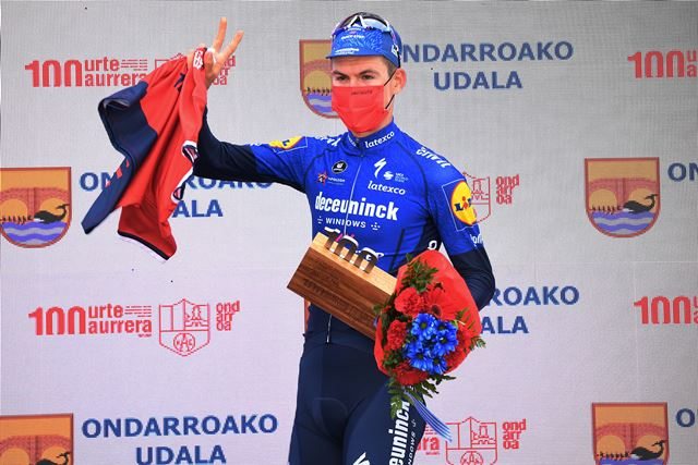 Общая победа Миккеля Оноре и Йосефа Черны на 5 этапе Тура Страны Басков-2021