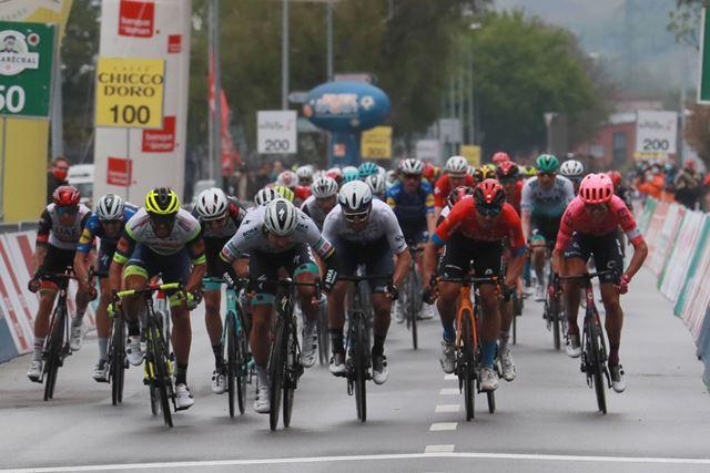 Петер Саган снова побеждает на этапе Тура Романдии спустя 11 лет