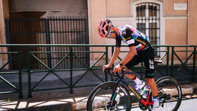 Велокоманда EF Education Nippo представила форму на Джиро д'Италия-2021