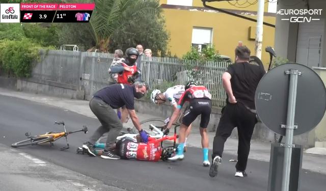 Микель Ланда сошёл с Джиро д'Италия-2021 после падения на 5-м этапе
