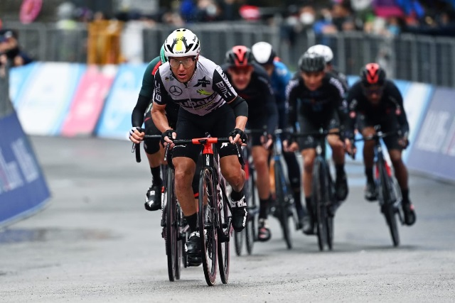 Доменико Поццовиво сошёл с Джиро д'Италия-2021