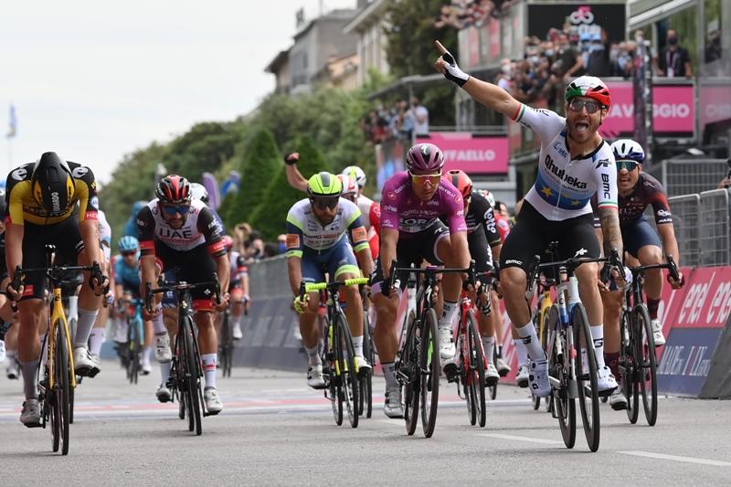 Чемпион Европы Джакомо Ниццоло побеждает на 13-м этапе Джиро д'Италия-2021