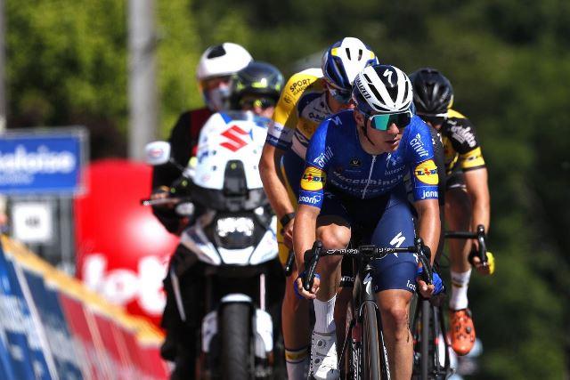 Ремко Эвенепул проиграл этап, но надел майку лидера после 1 этапа Тура Бельгии-2021
