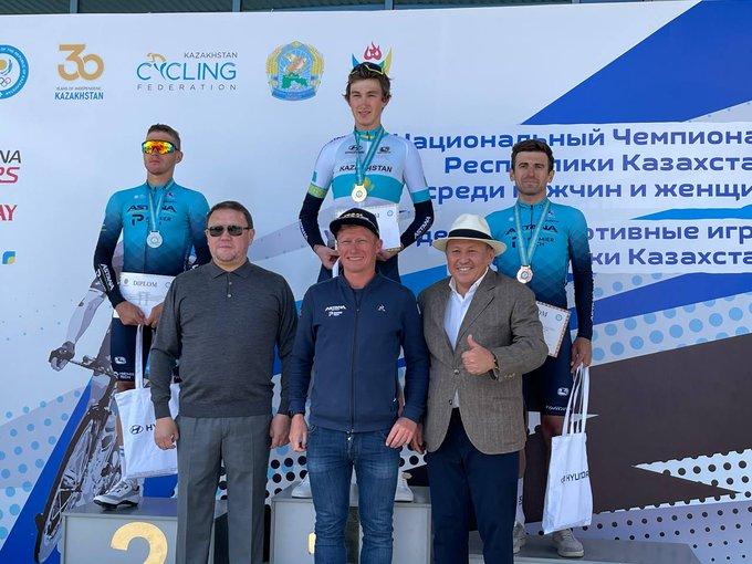 Евгений Федоров выигрывает титул чемпиона Казахстана в групповой гонке