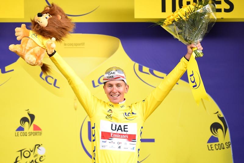 Тадей Погачар в желтой майке лидера после 1 недели Тур Де Франс-2021