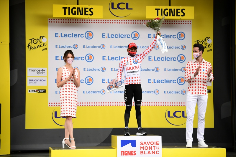 Наиро Кинтана в гороховой майке после первой недели Тур де Франс-2021