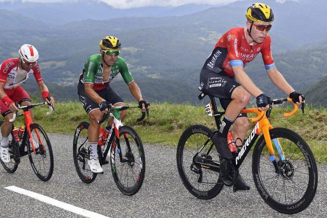Борьба Сонни Кольбрелли и Майкла Мэттьюса за очковую классификацию на 16-м этапе Тур де Франс-2021